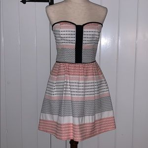 Adorable strapless summer dress with pockets!